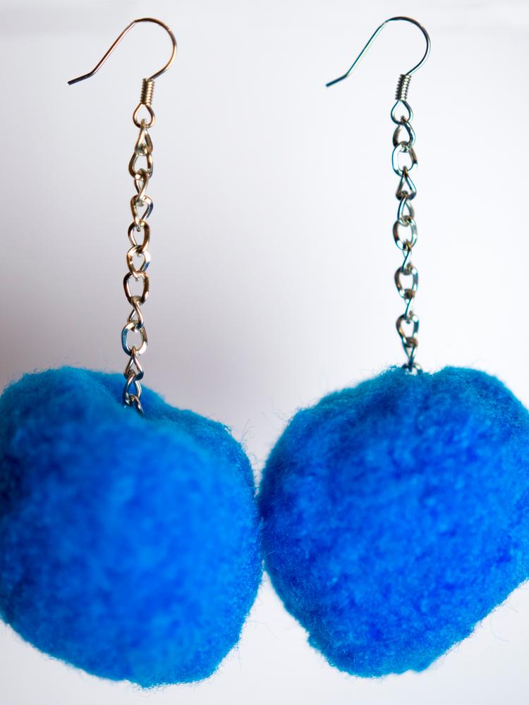 Pompom earrings blue large
