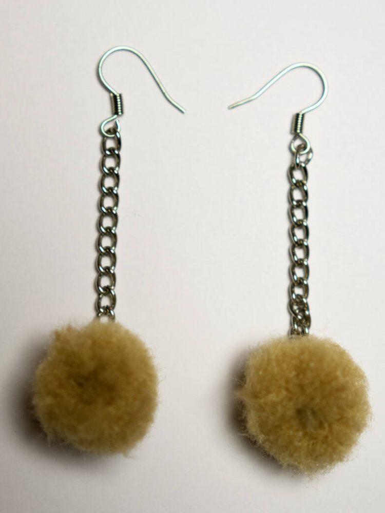 Pompom earrings brown