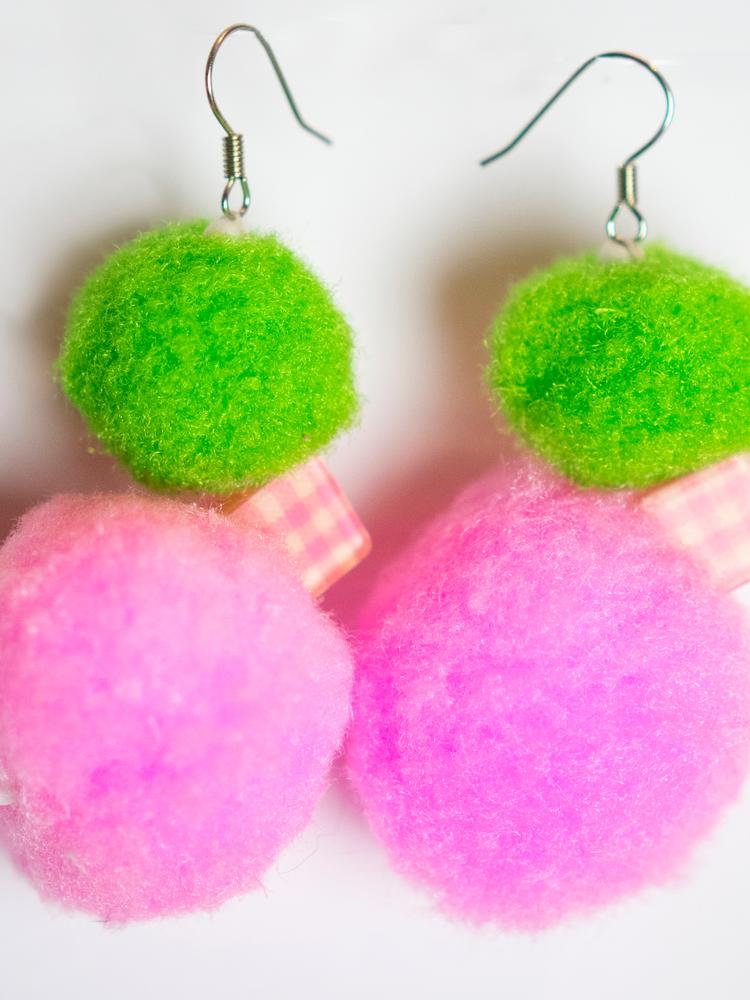 Pompom 'bird' earrings pink & green