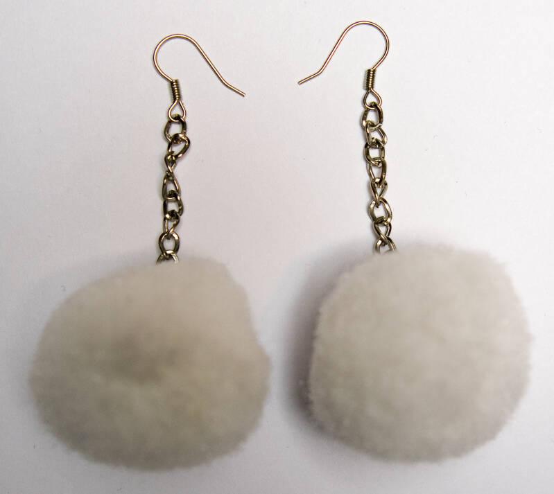Pompom earrings white