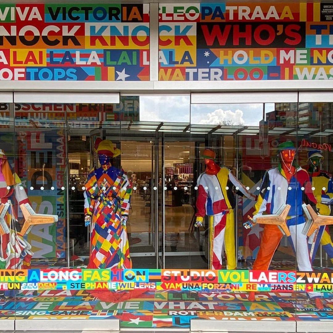 Design talents present sing-along-fashion in De Bijenkorf